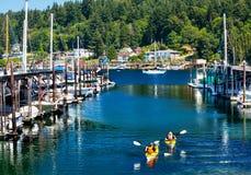 海滨广场划皮船反映Gig港口华盛顿 免版税库存照片