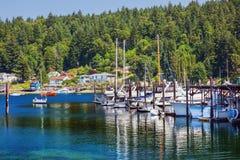 海滨广场反映Gig港口华盛顿州 免版税库存照片