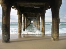 海滩下曼哈顿码头 免版税库存照片