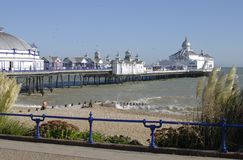 海滩东部伊斯特本码头苏克塞斯英国 免版税库存图片