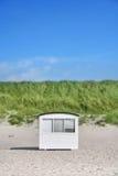 海滩丹麦小屋 免版税库存照片