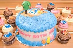 海滩主题的生日蛋糕 库存照片
