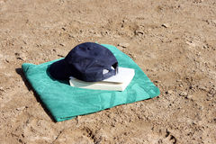海滩书 库存照片