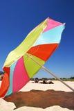 海滩五颜六色的大西班牙晴朗的伞 免版税库存照片