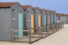 海滩五颜六色的小屋 免版税图库摄影