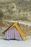 海滩五颜六色的帐篷 免版税库存照片