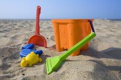海滩五颜六色的玩具 免版税库存图片