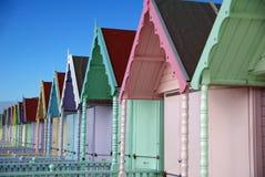 海滩五颜六色的essex小屋海岛mersea 免版税库存照片