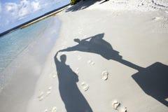 海滩人铺沙影子 图库摄影