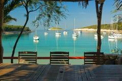海滩俱乐部空的餐馆表游艇 免版税图库摄影