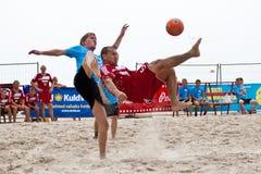 海滩倒钩球足球 库存照片