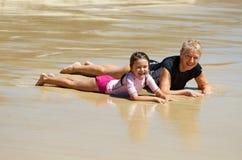 海滩儿童祖母 免版税图库摄影