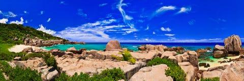 海滩全景热带的塞舌尔群岛 免版税库存图片