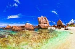 海滩全景热带的塞舌尔群岛 免版税库存照片