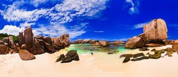 海滩全景热带的塞舌尔群岛 库存图片