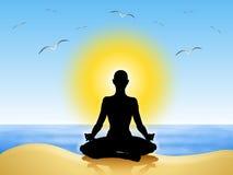 海滩凝思瑜伽 免版税图库摄影