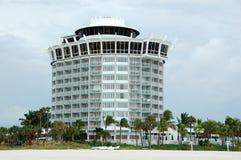 海滩前的佛罗里达旅馆 免版税库存图片