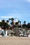 海滩前的大厦 库存照片