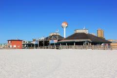 海滩前的彭萨科拉 免版税库存照片