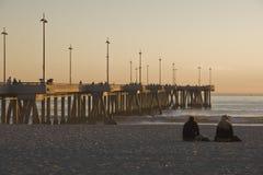 海滩加利福尼亚码头日落威尼斯 免版税库存图片