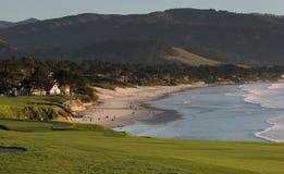 海滩加州路线高尔夫球小卵石 库存图片