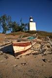 海滩单桅三角帆船 免版税库存照片