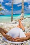 海滩吊床妇女 库存图片