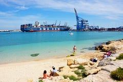 海滩和容器口岸, Birzebugga 免版税库存照片