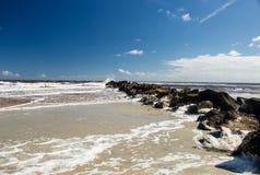 海滩和岩石在壳海岛 库存照片
