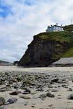 海滩和峭壁在Portreath,康沃尔郡,英国 库存图片