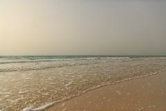 海滩和海日落的,镇静平静的场面 免版税图库摄影