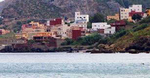 海滩和老房子全景  免版税图库摄影