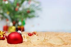 海滩圣诞节装饰品 库存图片