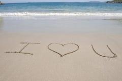 海滩在书面的沙子热带上写字 免版税库存照片