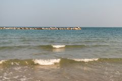 海滩在冬天在亚得里亚海 免版税图库摄影