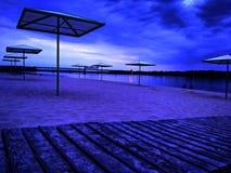 海滩在日落的晚上 库存照片