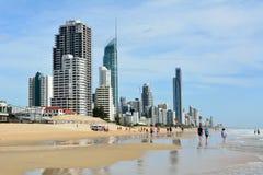 海滩在昆士兰的英属黄金海岸的冲浪者天堂 库存照片