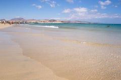 海滩在费埃特文图拉岛 免版税库存图片