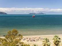 海滩在阿尔巴尼亚是真正地好的 免版税库存照片