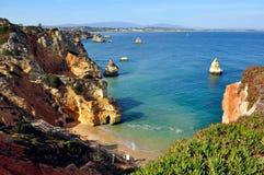 海滩在Algarve,葡萄牙 免版税库存照片
