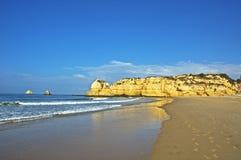 海滩在algarve 免版税库存照片