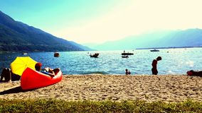 海滩在Tessin 免版税库存图片