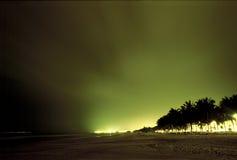 海滩城市晚上视图 免版税库存照片