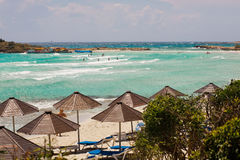 海滩塞浦路斯伞 免版税库存图片