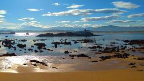 海滩处于低潮中在桑坦德 库存照片
