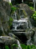 海滩夏威夷hilton手段温泉村庄瀑布 免版税图库摄影