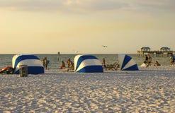 海滩夜间 免版税库存图片