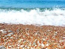 海滩大小卵石通知 库存图片