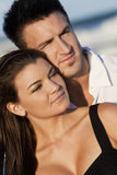 海滩夫妇供以人员妇女 免版税库存图片