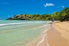 海滩夫妇隐藏的波多里哥 免版税库存照片